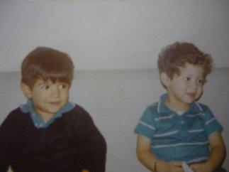 Los hermanos Malpica, escritores de LIJ. Javier a la izquierda y Toño a la derecha.