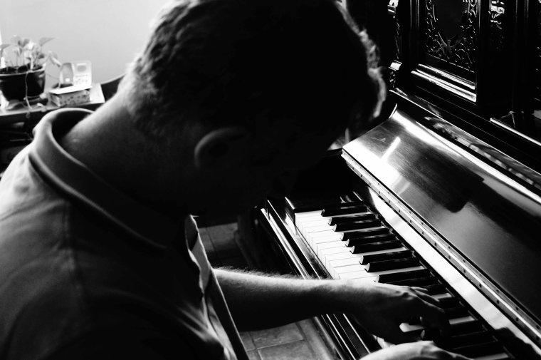 Toño Malpica y piano