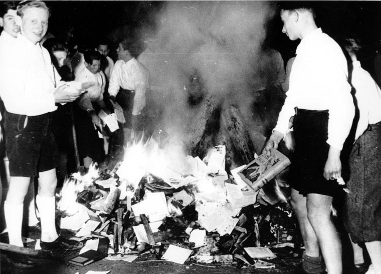 Quemas juventudes nazis