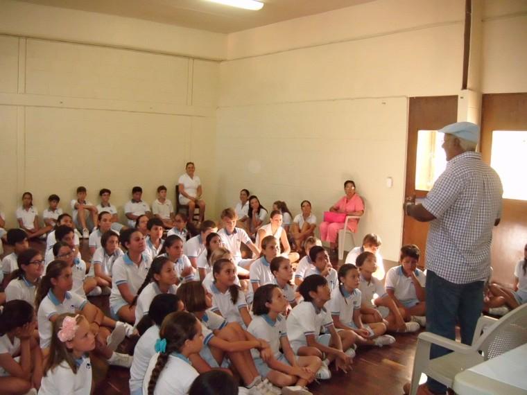 Julio M. Llanes escuela