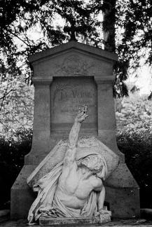 Tumba de Verne en Amiens, Francia.