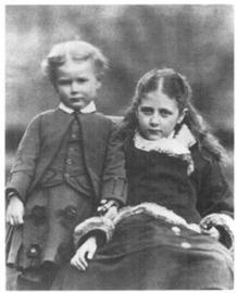 Beatrix con su hermano Bertram.