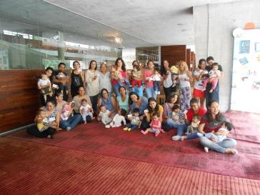 """""""Hospitalidad y legitimación como usuarios bebés. Los bebés hospedan libros en sus casas al llevarlos a su casa"""", dice Ruth Galicia (2018)"""