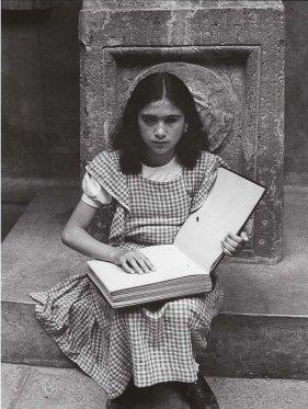 Lola Álvarez Bravo.