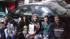 Nora Obregón compartiendo lecturas en albergue en Edomex