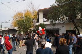 Nora Obregón en posada literaria en albergue migrante.